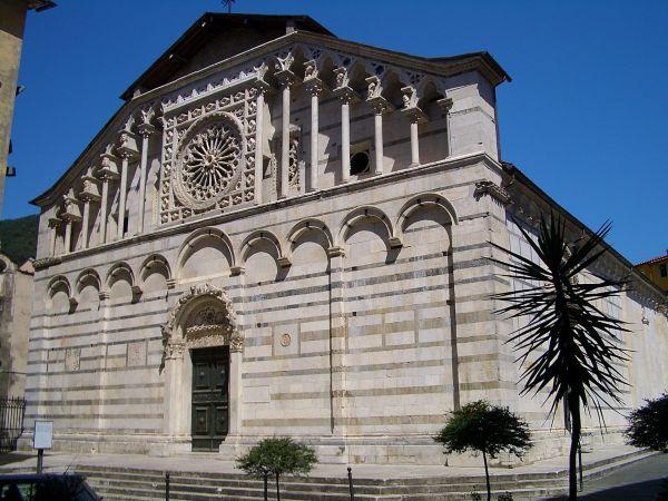 1920px-Carrara_cathedral_6366